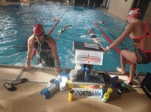 Schwimmbahnen und Schwimmkurse